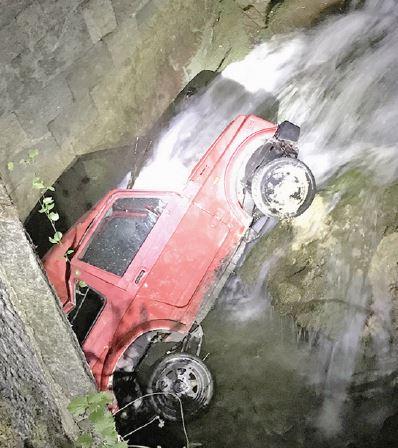 Baulmes, il finit dans la rivière au volant de son véhicule